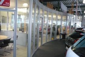 Ganzglas Verkäuferbüros im Autohaus (Trennwände, Trennwand, Ganzglas, Vollglas)