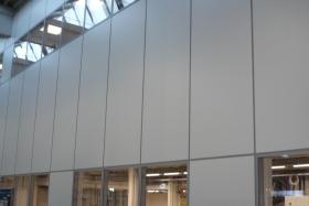Doppelgeschossige Büros auf Stahlbaubühne
