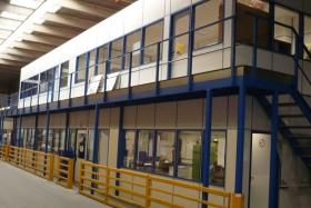 Büro unten und oben, Lagerbühne zweigeschossig