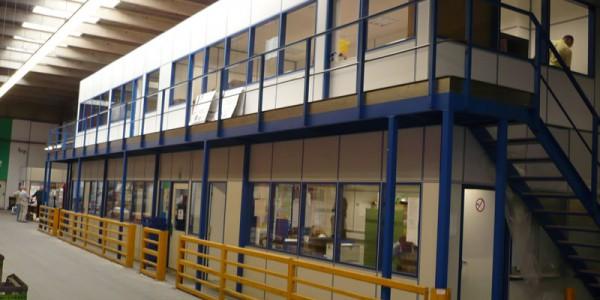 Doppelgeschossige Hallenbüros